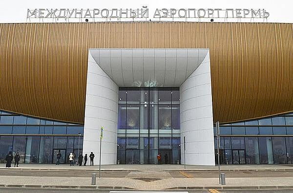 """Урны """"Мальборо"""" в аэропорту г. Пермь"""